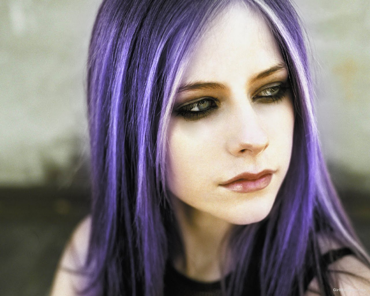 """Avril Lavigne roxo copy - Como """"Limpar"""" Um Cabelo Manchado Com Violeta Genciana?"""