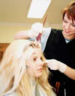 como descolorir o cabelo - Descolorante com Amônia X Descolorante sem Amônia – Qual escolher?