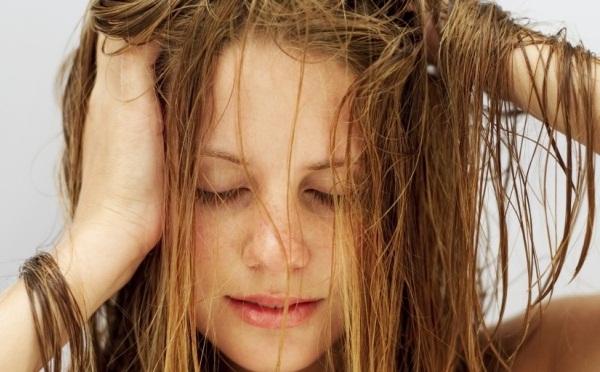 Como acabar com a oleosidade do cabelo?