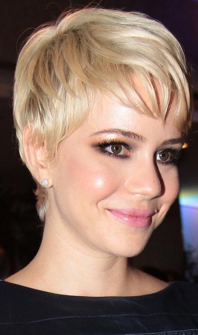 leandra leal - O cabelo curtíssimo e platinado da atriz Leandra Leal!