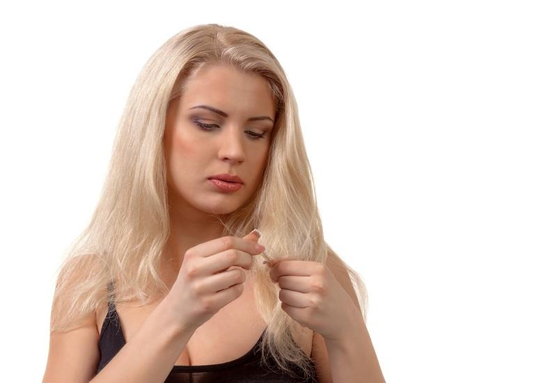 iStock 000025670117 Large - Hábitos que destroem o cabelo