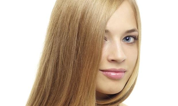 mulher loira cabelo liso escova perfeita 34603 - Resolva problemas dos cabelos loiros, já!