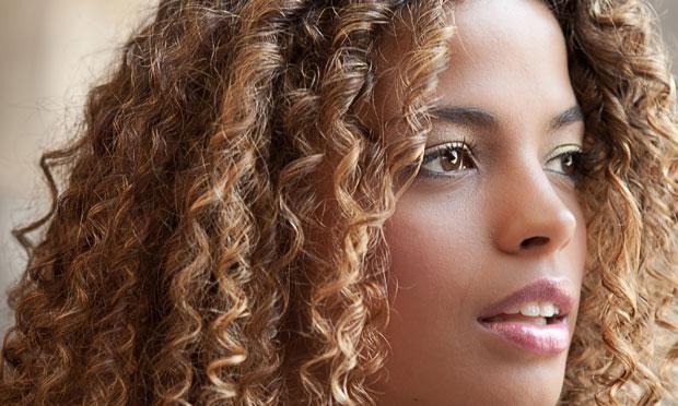 cabelo loiro mulheres negras - Saiba como cuidar dos fios loiros e crespos!