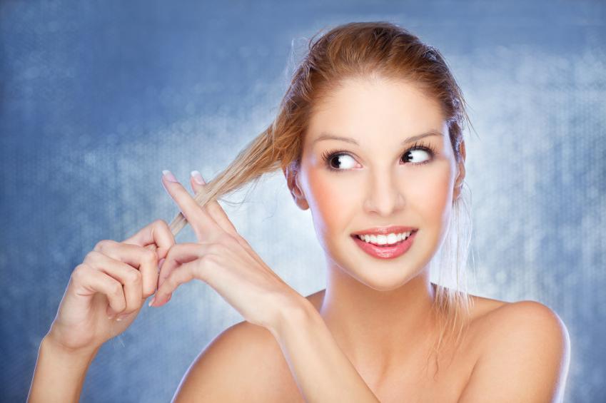 Como salvar o cabelo loiro do cloro da piscina?