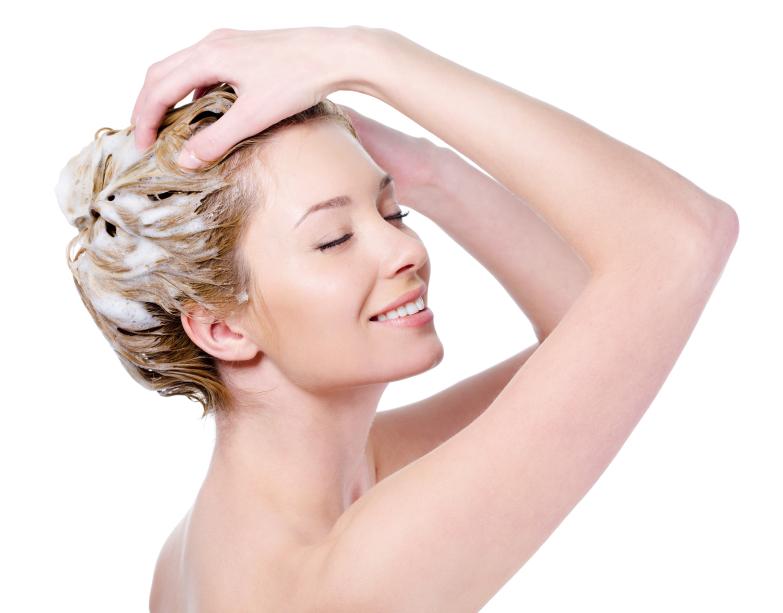 iStock 000016018381 Small - Como salvar o cabelo loiro do cloro da piscina?