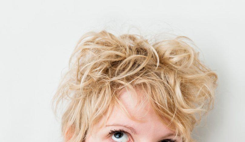 Cabelo loiro e seco: 11 dicas de cuidados