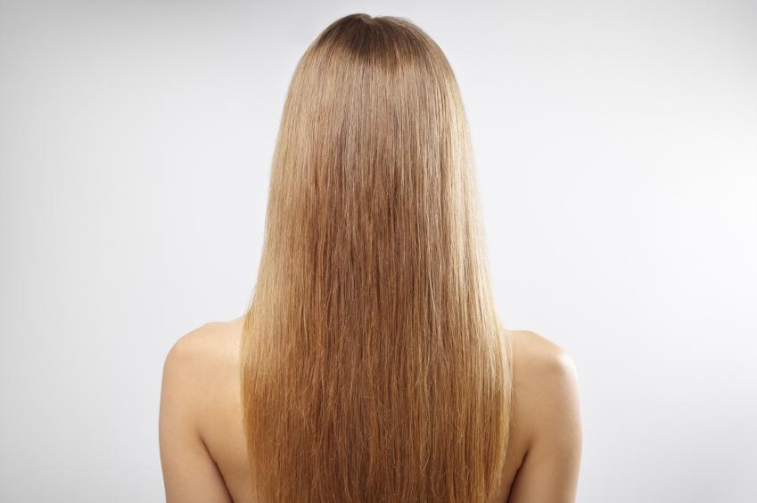 iStock 000019473984 Small - Qual é o melhor método de alisar cabelos loiros?