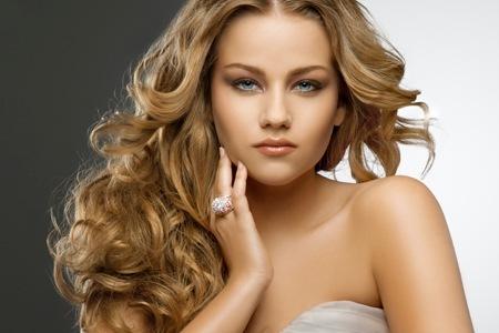 1325517899158 - Como cuidar e realçar o cabelo loiro escuro?