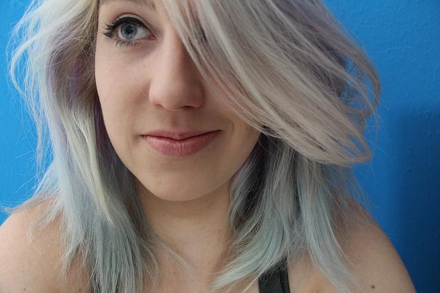girl 842019 640 - Qual tonalidade do cabelo é ideal para sua pele?