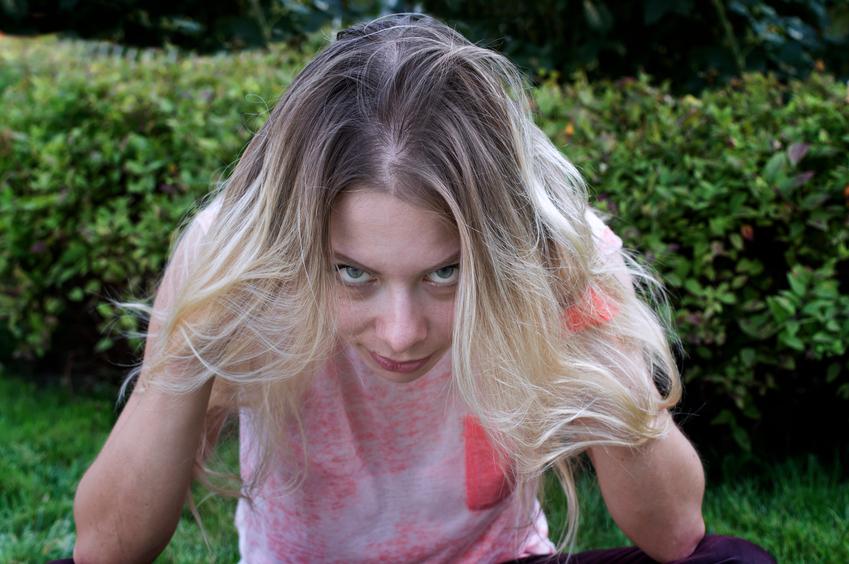 iStock 74824309 SMALL - Como disfarçar os cabelos brancos na raiz?
