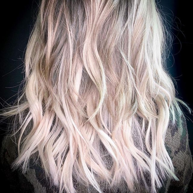 cabelo loiro com luzes